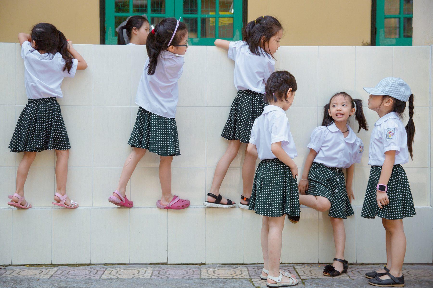 כמה חולצות בית ספר כדאי להדפיס לתלמיד?